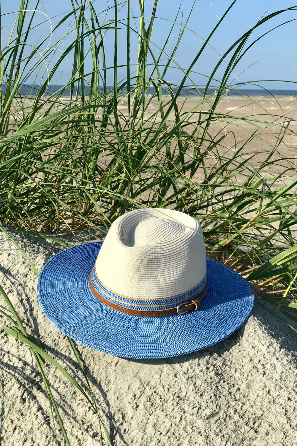 Finally, a cute lightweight sun hat that's UPF 50+! Stay cool and protect your face from harmful ultraviolet rays while at the beach, shopping or sightseeing. The perfect sun hat for women who love the beach! #sunhats #beachhat
