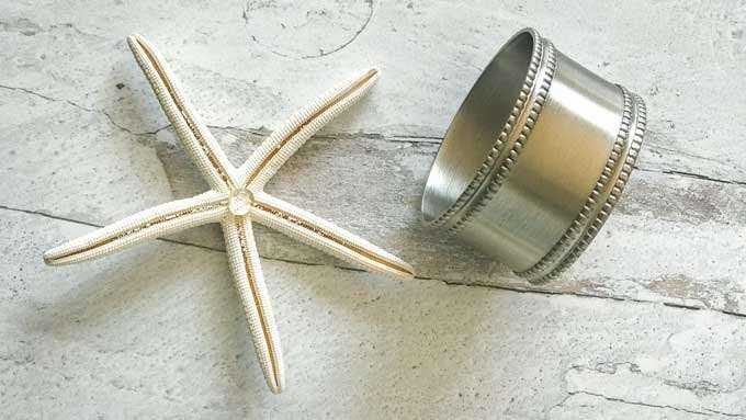 Place glue on back of starfish to glue to napkin ring