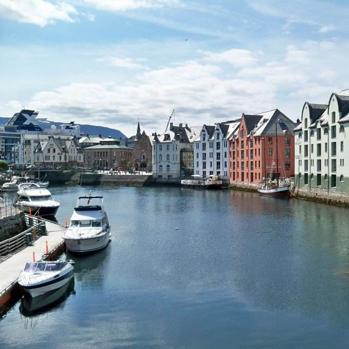 European cruise Alesund Norway - Coastal Wandering
