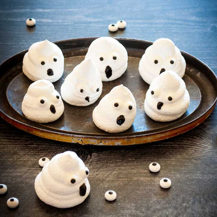 Halloween boo meringue ghosts