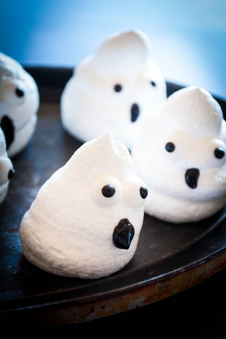 Boo meringue ghosts