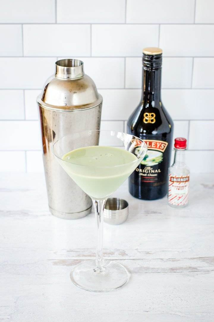 Mint cream drink, cocktail shaker, Baileys, peppermint vodka