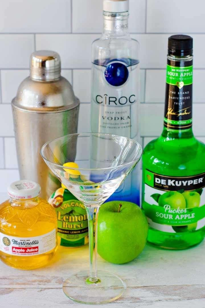 Apple juice, cocktail shaker, lemon juice, martini glass, vodka, green apple, De Kuyper pucker sour apple schnapps