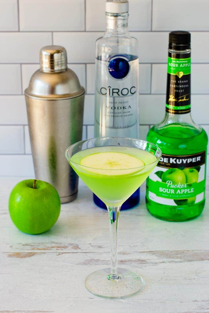 Appeltini, green apple, shaker, vodka, sour apple schnapps